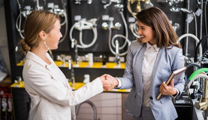 kaksi nais yrittäjää